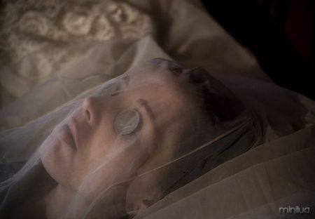 Cadáveres com olhos abertos